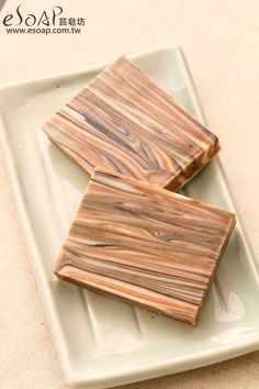 Love the wood grain look on this handcrafted soap. It looks perfect for the fall season!