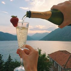 Champagne and view over the lake and the mountains
