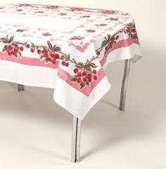 I need this vintage table cloth Cherry Kitchen, Red Kitchen, Vintage Kitchen, Kitchen Cupboard, Kitchen Things, Vintage Pyrex, Retro Vintage, Vintage Fabrics, Vintage Items