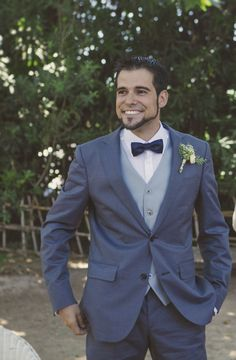 Traje azul para novio by @fandi_es #novio #groom #groomsmen #noivo #bestman #bluegroom #blue #azul #bow