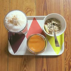 Breakfast the other day with the products from my last foodhaul. Chai tea latte with rice milk, smoothie (carrot, orange, mango) and oats with peach and chia seeds #breakfast #veganbreakfast #vegan #plantbased #eatclean #govgean #veganfood #veganfoodshare #whatveganseat #healthy #healthyfood #vegangirl #veganism #rawvegan #cleaneating #chaitealatte #homemade #smoothie #smoothielove #oats #chiaseeds #superfoods