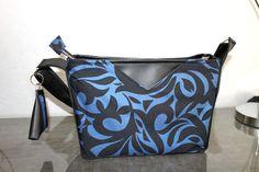 Sac Mambo noir et bleu cousu par Laurence - simili et coton - Patron sac Sacôtin