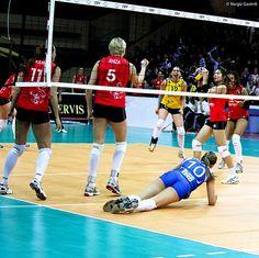2012 CEV Volleyball Champions League Azerrail BAKU - Dinamo KAZAN - 3:0 Set 1: 25:21 Set 2: 25:23 Set 3: 25:11 Golden Set: 10:15 28/02/12 The planet most comprehensive on-line casino. - http://www.playdoit.com/