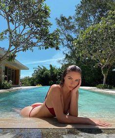 @𝘹𝘹𝘷𝘦𝘳𝘰𝘯𝘪𝘲𝘶𝘦𝘹𝘹 Pool Poses, Foto Glamour, Summer Poses, Beach Photography Poses, Shotting Photo, Bikini Poses, Instagram Pose, Insta Photo Ideas, Summer Aesthetic