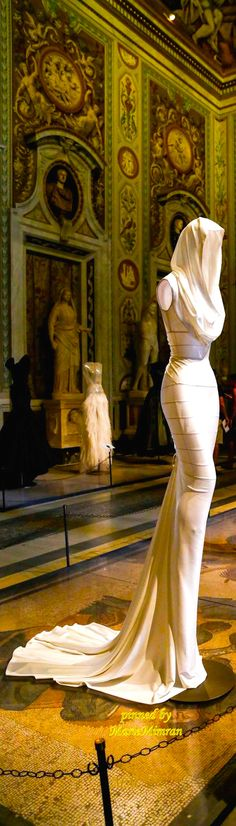 AZZEDINE ALAIA COUTURE SCULTURE -Marie Mimran | Inna Erten