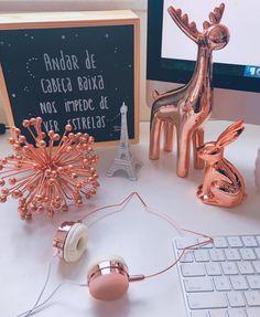 Escrivaninha com decoração Rose Gold