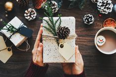 15 Modern Ways To Wrap Your Holiday Gifts - Not into traditional red and green wrapping paper or prancing reindeer? These modern gift wrap ideas will make any holiday presents look more sophisticated and stylish. Best Gifts, Unique Gifts, Handmade Gifts, Noel Christmas, Christmas Presents, Christmas Hacks, Modern Christmas, Christmas Wrapping, Christmas Decor