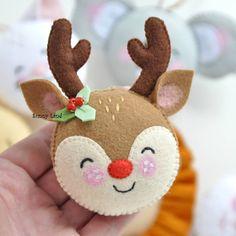Felt Christmas Decorations, Christmas Ornaments To Make, Christmas Sewing, Noel Christmas, Felt Ornaments, Christmas Projects, Felt Crafts, Handmade Christmas, Holiday Crafts