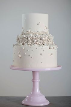 To see more chic wedding cakes: http://www.modwedding.com/2014/11/12/obsessed-with-everything-about-these-chic-wedding-cakes/ #wedding #weddings #wedding_cakes