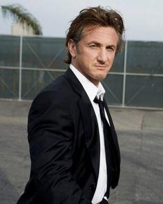 Sean Penn love the bad boy! Sean Penn, Paul Newman, Beautiful Men, Beautiful People, Like A Sir, Ben Stiller, Viggo Mortensen, Hollywood Boulevard, Portraits