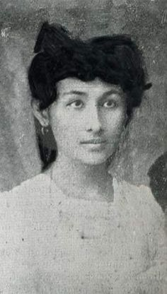 Fientje, de jonge Indische vrouw die in 1912 vermoord werd. Lin Scholte schreef een aangrijpende novelle over haar. Deze novelle is voor de eerste keer gepubliceerd in de Tong Tong uitgave.