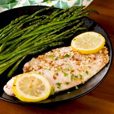 Garlicky Oven-Baked Tilapia This garlicky lemon tilapia is ridiculously easy and fast. Salmon Recipes, Seafood Recipes, Chicken Recipes, Cooking Recipes, Healthy Recipes, Seafood Boil, Recipes With Fish Tilapia, Quick Recipes, Tilapia Dishes