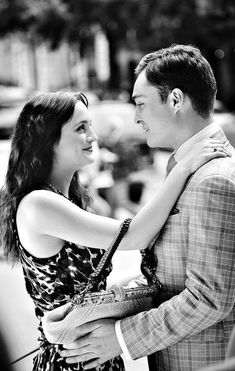 Leighton Meester and Ed Westwick in Gossip Girl Mode Gossip Girl, Gossip Girl Chuck, Estilo Gossip Girl, Gossip Girls, Chuck Bass, Leighton Meester, Estilo Blair Waldorf, Beaux Couples, Ed Westwick