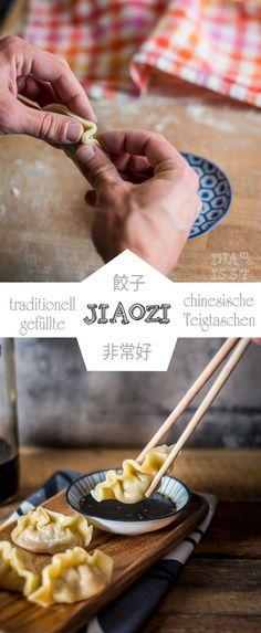 Traditionelle chinesische Jiaozi - gefüllte Teigtaschen /// Traditional chinese dumplings