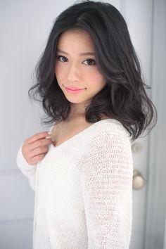 丸顔を小顔に見せれる髪型100   青山・表参道の美容室 Secretのヘアスタイル   Rasysa(らしさ)