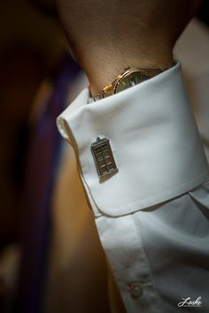 omg. if i ever saw a man in suit with tardis cuff links, i would die.  yes ladies, DIE from excitement, right on the spot!