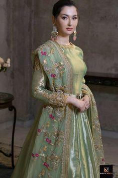 Mehndi/ baraat dress inspo for bride/ grooms side – Wedding Beauty Pakistani Fashion Party Wear, Pakistani Wedding Outfits, Pakistani Bridal Dresses, Pakistani Dress Design, Bridal Outfits, Pakistani Couture, Wedding Hijab, Wedding Wear, Pakistani Mehndi Dress