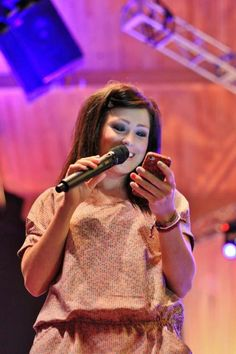 kari jobe reading the bible on her phone the modern way. notice the multi coloured nails?