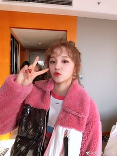 🍓➼υηινєɾsє161010 Kpop Girl Groups, Korean Girl Groups, Kpop Girls, Extended Play, Namjoon, Soyeon, First Girl, Girl With Hat, Short Girls