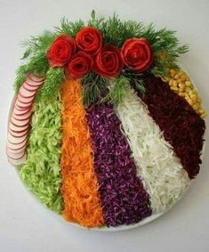 Cum sa decorezi salata de boeuf anul acesta – Idei spectaculoase Check more at w… How to Decorate Beef Salad This Year – Spectacular Ideas Check more at www. Meat Trays, Food Trays, Fruit Trays, Deco Fruit, Party Food Platters, Creative Food Art, Beef Salad, Food Salad, Food Carving