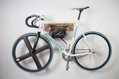 http://de.dawanda.com/product/83111827-harper---fahrradwandhalterung-aus-holz