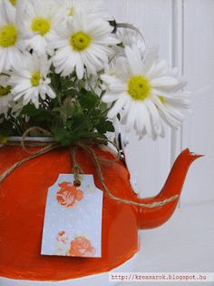 teapot vase Teapot, Advent Calendar, Vase, Wreaths, Holiday Decor, Home Decor, Homemade Home Decor, Door Wreaths, Advent Calenders