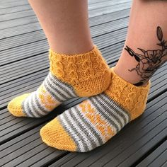 Knitting Socks, Mittens, Villa, Crafts, Diy, Inspiration, Fashion, Socks, Knit Socks