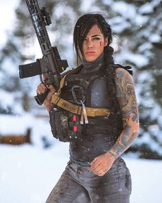 Image may contain: 1 person, standing and outdoor N Girls, Cute Girls, Alex Zedra, Foto E Video, Photo And Video, Female Soldier, Military Women, Usmc, Survival