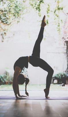 Yoga ist so viel mehr als ein effektives Ganzkörper Workout. Wir erklären, was Yoga genau ist, woher es kommt und warum es sich lohnt Yoga zu machen