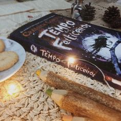 Vem conferir a resenha do livro maravilhoso No Tempo dos Feiticeiros da Intrínseca. #reading #readingbooks #readers #livros #libros #bookphotography #bookaholic #instabooks #bookstagram #resenha #bibliophile #bookaddict #youngadult #intrinseca #notempodosfeiticeiros #editoraintrinseca #cressidacowell #comotreinarseudragao #livrosdefantasia #leituras #fantasia