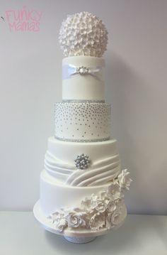 #diamante #white #wedding #cake #brooch #pearls #pleats #flowers #bling #glitz #showstopper #pomander