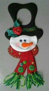 Christmas Door Decorations, Diy Christmas Ornaments, Felt Ornaments, Christmas Snowman, Holiday Crafts, Holiday Decor, Homemade Christmas Gifts, Christmas Items, Crafts Beautiful