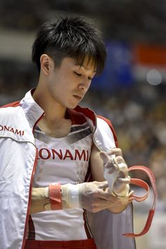 Kohei Uchimura Photos - Kohei Uchimura prepares for the Rings during the Artistic Gymnastics NHK Trophy at Yoyogi National Gymnasium on May 5, 2016 in Tokyo, Japan. - Artistic Gymnastics NHK Trophy - Day 2
