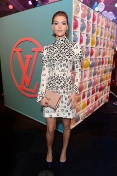 Arizona Muse en robe Louis Vuitton à la soirée Naked Heart Foundation Fund Fair à Londres http://www.vogue.fr/mode/inspirations/diaporama/les-meilleurs-looks-de-la-semaine-fevrier-2016/25855#arizona-muse-en-robe-louis-vuitton-la-soire-naked-heart-foundation-fund-fair-londres