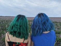 Blue and green hair color #bluehair #greenhair #shorthair Neon Green Hair, Green Hair Girl, Green Hair Colors, Hair Dye Colors, Hair Color Blue, Blue Hair, Hair Inspo, Dyed Hair, Girl Hairstyles