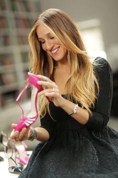 SJP examines one of her heels. #SJP #sarahjessicaparker