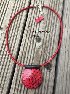 pendentif sérigraphie polymere, pendentif noir et rouge fimo, pendentif silk screen graine creative, emicreation