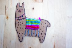 How to Weave an Adorable Cardboard Llama- Such a fun and easy way to introduce weaving to kids Art For Kids, Crafts For Kids, Arts And Crafts, Paper Crafts, Craft Kids, Weaving For Kids, Fine Motor Skills Development, Paper Weaving, Weaving Art