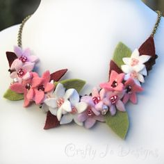 Collar de flor de cerezo racimo de flor rosa por CraftyJoDesigns