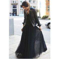 Jupe longue noire et veste en cuir