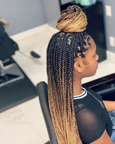 "BOOK THIS STYLE UNDER:medium plaits ombré color ""Journie"" Check styleseat for availability for the month of ""September"" 😀… Cool Braid Hairstyles, Baddie Hairstyles, African Braids Hairstyles, Girl Hairstyles, Hairstyles 2018, Natural Hair Braids, Braids For Black Hair, Medium Hair Styles, Curly Hair Styles"