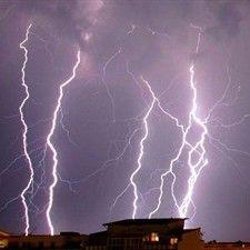 Moda: #Maltempo: #gravi due #uomini colpiti da un fulmine a Roma (link: http://ift.tt/2ch6AON )