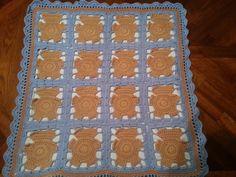 Copertina bebè in lana realizzata interamente in lana e foderata per info contattatemi