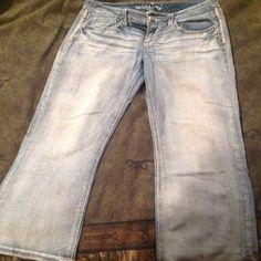 Maurice's Capri. Like new. Light wash Capri. Very cute. Maurices Shorts