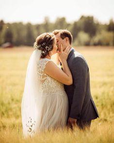 Tämän rakkautta hehkuvan kuvan on ottanut Anette Sundström Photography. Sneakers, Photography, Wedding, Shoes, Fashion, Tennis, Valentines Day Weddings, Moda, Slippers