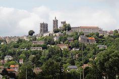 laon france | La cathédrale de Laon élance ses tours ajourées vers le ciel et là ...