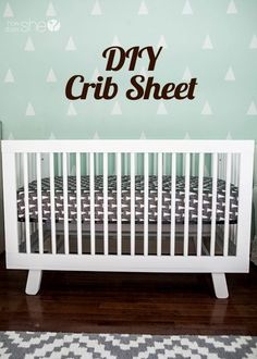 Diy Sewing Projects We have a new grand baby coming in October. This looks like a fund project for him. It's a boy. diy crib sheet - We are sharing how to make a simple crib sheet. Beginner sewers, this is the perfect project for you! Baby Sewing Projects, Sewing For Kids, Diy Projects, Sewing Diy, Baby Doll Crib, Crib Rail Cover, Diy Crib, Baby Crafts, Baby Quilts