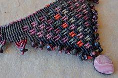 Collier macramé rose poussière / fibre Art Jewelry / par SpiritYSol