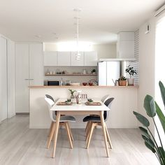 Dining Room Inspiration, Home Decor Inspiration, Condo Interior, Interior Design, Simple Kitchen Design, Muji Home, Small Apartment Living, Aesthetic Room Decor, Minimalist Room