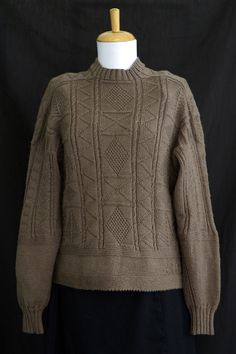 Knitting pattern for Susan's Eriskay Gansey Sweater with channel island cast-on Knitting Charts, Hand Knitting, Knitting Patterns, Knitting Ideas, Cable Sweater, Pullover Sweaters, Cardigans, What Is Fashion, Weaving Patterns